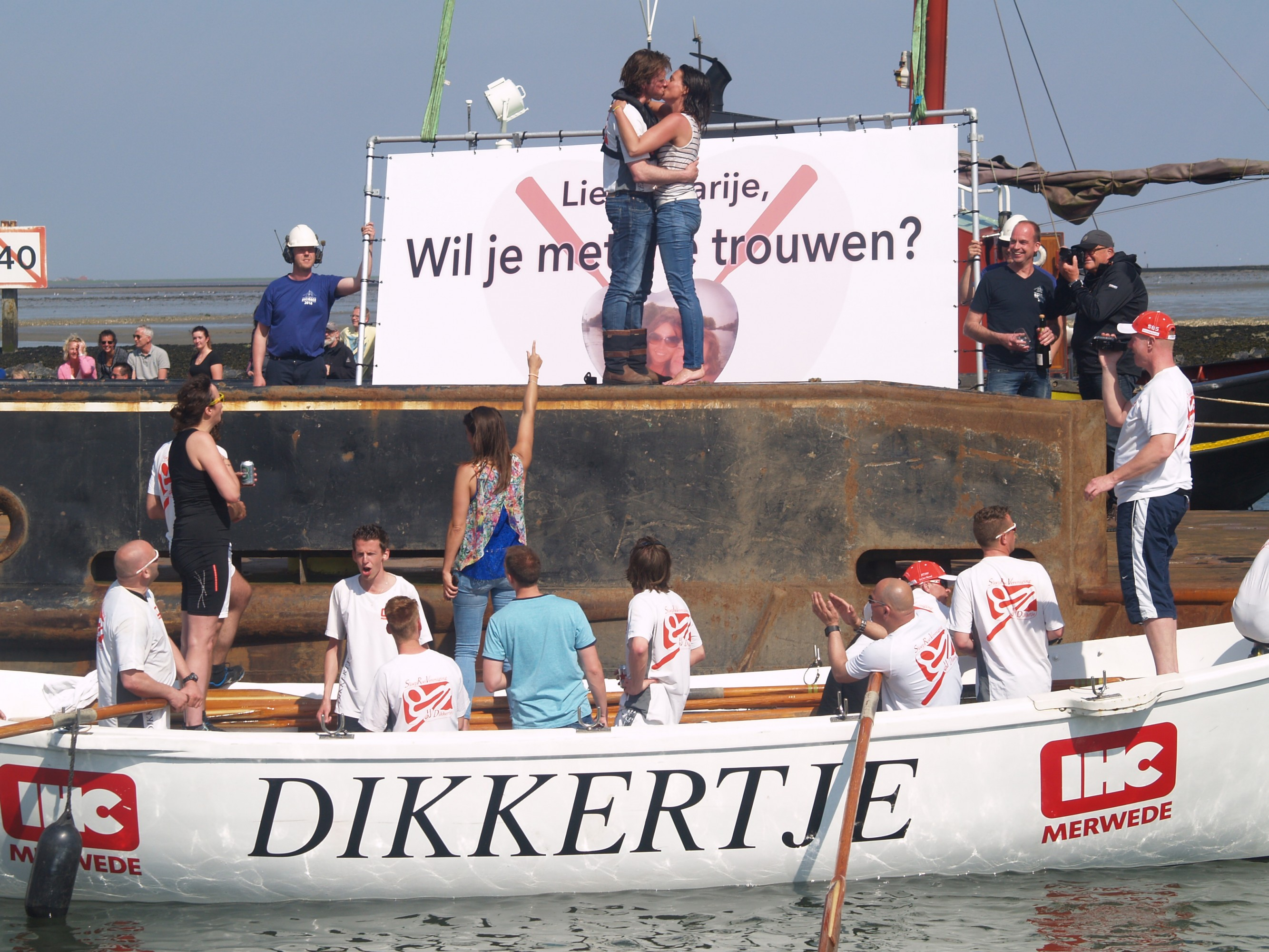 Romantisch aanzoek in haven Terschelling
