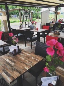 Terras eetcafé Onder de Pannen. Foto: Sanne Toet